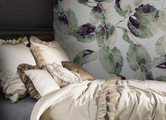 Pościele w eleganckiej sypialni na lato jako prezent