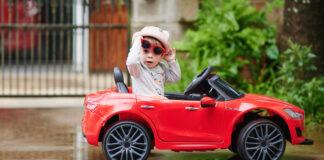 czy warto kupić dziecku samochód zasilany akumulatorem?